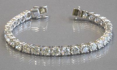 PLATINUM & DIAMOND TENNIS BRACELET