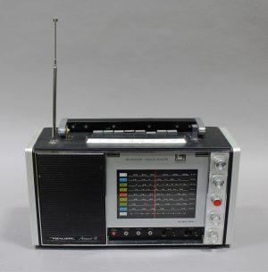 VINTAGE REALISTIC ASTRONAUT 8 BAND RADIO